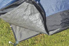 Zeltunterlage passend für das Zelt Rockwell 3 von Outwell. Die praktische Unterlage hält den Zeltfußboden sauber und vermeidet Abrieb. Außerdem isoliert sie zusätzlich gegen die Kälte des Bodens. Die Outwell Plane sollte vom Zelt vollständig bedeckt sein, damit kein Regenwasser unter das Zelt...  Zubehör  • Typ: Zeltboden • Einsatzbereich: Rockwell 3 ...
