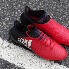 Botas de fútbol profesionales. Tienda especializada ⚽️ •Fotos originales•#soccerfactory