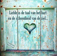 audreylovesparis: Aqua shutter in Termes, France Dutch Quotes, I Love Heart, Cerulean, Colour Board, Perfect World, Beautiful Words, Aqua, Teal, Turquoise