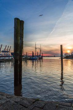 Blaue Stunde am Fähranleger Neumühlen | Bildschönes Hamburg