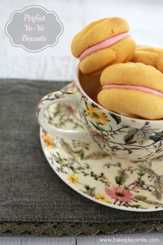 This is the best Thermomix yo-yo biscuit recipe ever! They come out perfect… Custard Cookies, Biscuit Cookies, Biscuit Recipe, Tea Cakes, Food Cakes, Yo Yo Biscuits, Shortbread, Biscotti, Bellini Recipe