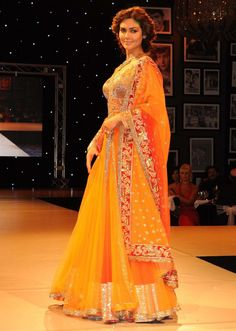 Top 5 Designers Specializing in Designer Sarees for Wedding Wear