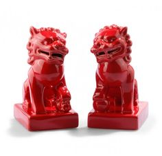 Just the red foo dogs for Prety HQ; on a related note, must make a C. Wonder pilgrimage whenever I'm in NYC next.