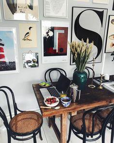 Morrn! Jobb framför datorn till frukost o nyhetsmorgon i bakgrunden ☕️ mosebacke | Instagram