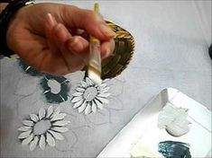 PINTURA EM TECIDO - Cesto com margaridas - Como pintar cestos - YouTube