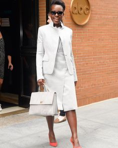 The beautiful #LupitaNyongo arrives @theviewabc studios carrying her #bossbespokebag - Shop now for hugoboss > http://ift.tt/1Ja6lvu