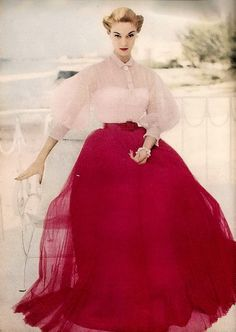 Vintage Fashion Ceil Chapman Red and White Evening Dress worn by Jean Patchett - Vintage Fashion 1950s, Vintage Couture, Retro Fashion, Victorian Fashion, Vintage Outfits, Vintage Gowns, Vintage Hats, Vintage Clothing, 1950s Style