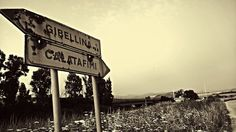 Gibellina, indicazioni stradali lasciate al  degrado