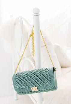 Ravelry: 215ss-11 Square Flap Shoulder Bag pattern by Pierrot (Gosyo Co., Ltd)