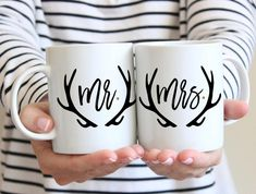 """Wedding Gift Mr & Mrs Mugs This boho set of mugs makes a memorable gift for any couple with our """"Mr & Mrs"""" set. This mug set is perfect for the most stylish pair. Great for the coffee or tea lover. This makes a fabulous bridal Vinyl Crafts, Vinyl Projects, Fun Crafts, Craft Gifts, Diy Gifts, Party Gifts, Diy Becher, Mr Mrs Mugs, Cadeau Couple"""