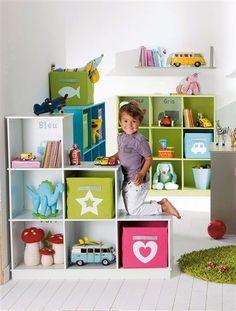 Dětský pokoj s dostatkem úložných prostor na hračky