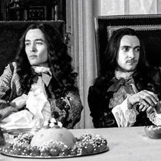Alexander Vlahos as Monsieur Philippe and George Blagden as Louis XIV in Versailles