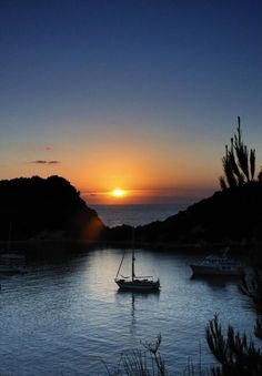 Lakka, Paxos Beautiful World, Beautiful Places, Beautiful Pictures, Paxos Greece, Paxos Island, Landscape Photography, Nature Photography, Pastel Sunset, Greece Islands