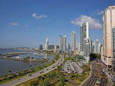 Vista de un sector de Ciudad de Panamá, c. 2011.