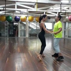 Bailamos #Bachata:  @omarjaimes8 & @gutierrez_a -  Asi fue nuestra clase de @rumbacana hoy .Repetimos la rutina varias veces y en diferentes spots o direcciones para nuestros alumnos. y bailamos al ritmo de esta y otras bachatas . Y luego salseamos un ratito. Los invitamos los sábados 11:00 a. m. !!! Liberar endorfinas liberarse del stress ..Hacer nuevas amistades escuchar nueva Música  sonreir bailar disfrutar!!! - #regrann #BailaParaDivertirte #FunWhileDancing #Academia #Baile #Bailar…