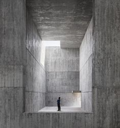 álvaro siza has worked with carlos castanheira to design a complex of three buildings at saya park in south korea's north gyeongsang province. Concrete Architecture, Space Architecture, Contemporary Architecture, Concrete Art, Concrete Building, Concrete Walls, Régionalisme Critique, Luigi Snozzi, Fran Silvestre