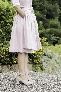 Auf geht´s zur Wies´n. Mit diesen süßen Sandaletten hältst du Tag und Nacht… Waist Skirt, High Waisted Skirt, Skirts, Fashion, Paul Green Shoes, Dirndl, Oktoberfest, Night, Moda