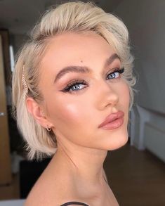 Best Short Hairstyles Pixie And Bob For Women 2019 - short-hairstyles - Stacked Bob Hairstyles, Short Hairstyles For Women, Soft Curls Short Hair, Platinum Blonde Bobs, Pompadour Style, Blonde Bob Haircut, Bobs For Thin Hair, Round Face Haircuts, Pink Makeup