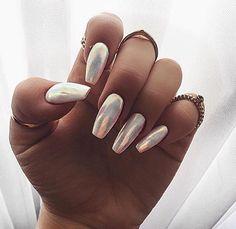 Metallic nails Pinterest: @cartierarmani