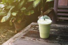 Receta de smoothie a base de yogur natural desnatado y té verde para el verano, con menos de 60 calorías
