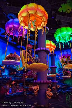 Information about and pictures of Jumpin' Jellyfish (Tokyo DisneySea, Tokyo Disney Resort) including information about what disney characters can be seen and found there Tokyo Disney Sea, Tokyo Disney Resort, Tokyo Disneyland, Choses Cool, Disneysea Tokyo, Fun Places To Go, Disney Addict, Indoor Playground, Amusement Park