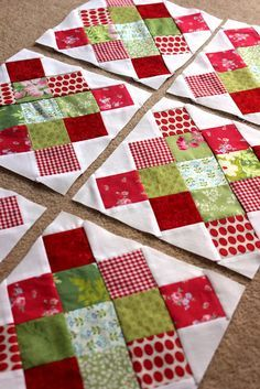 links to granny square tutorial... these blocks are super  Christmas Quilt colors