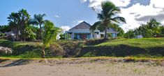 https://www.7thheavenproperties.com/real-estate/st-kitts-and-nevis/2-bedroom-luxury-beachfront-home-for-sale-cades-bay/