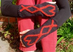 Fingerless Gloves in Red and Black: The Queen of Hearts Handwarmers. Hand-Knithttps://www.etsy.com/listing/174876627/fingerless-gloves-in-red-and-black-the?ref=teams_post
