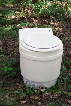 The Toilet That Will Change the World! This is called a dry flush toilet. It is seriously the coolest toilet ever for an RV or a tiny house! no water, no chemicals, no STINK, sooo neat. It could also be used in a tree house, cool ! Tyni House, Tiny House Living, Rv Living, Small Living, Dry Cabin Living, Mobile Living, House Roof, Frugal Living, Off The Grid