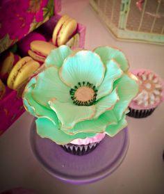 <3 <3 ADD diy www.customweddingprintables.com #customweddingprintables ... mint and gold flower cupcake