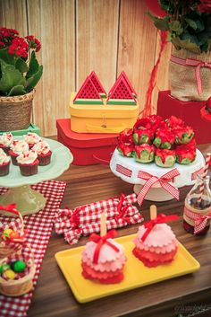Festa tema Picnic para irmãos | Macetes de Mãe First Birthday Cookies, Girl Birthday, Birthday Parties, Chef Party, Informal Weddings, Pink Minnie, First Birthdays, Party Time, Cake
