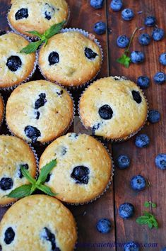 Briose cu afine | CAIETUL CU RETETE Easy Cake Recipes, Cookie Recipes, Muffins, Cake Shop, Healthy Eating Recipes, I Foods, Deserts, Easy Meals, Food And Drink