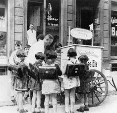 1930 Schulkinder Berlin-Mitte Speise-Eis