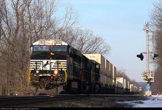 RailPictures.Net Photo: NS 7672 Norfolk Southern GE ES44DC at Hillside, Pennsylvania by Adam Klimchock