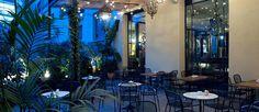 La bohemia terraza del restaurante Chez Cocó, en Barcelona