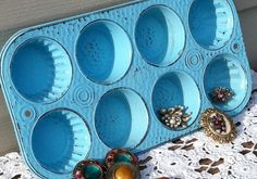 It's just a muffin tin with spray paint. Re-purposed Jewelry Organizer / Aqua Muffin Baking Tins Jewelry Organizer Drawer, Jewelry Organization, Boutique Decor, A Boutique, Jewelry Table Display, Fabric Crafts, Sewing Crafts, Repurposed Items, Jewelry Show