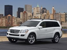 Mercedes-Benz GL 450 love this gotta get one of these too! Mercedes Benz Gl, Diesel, Winter Car, Automobile Industry, Sport, Dream Life, Dream Cars, Arbonne, Vehicles