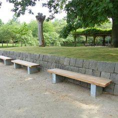 STREETLIFE Solid 6 Bench. Een bank met hardhouten zitting en gesloten stalen voet. Perfect voor de openbare ruimte #StreetFurniture #UrbanDesign #ParkBench