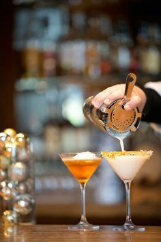 To recreate these Jack & Jill Frost Cocktails from The Ritz-Carlton, Dove… Sparkling Drinks, Fun Cocktails, Cocktail Recipes, Winter Cocktails, Jack Daniels Bourbon, Martini Bar, Hey Bartender, Cool Bars, Recipes