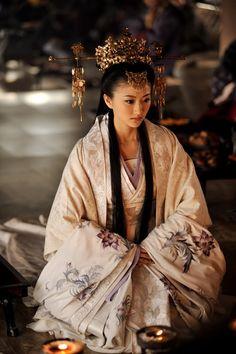 @PinFantasy - Oriental elegance - China ~~ For more:  - ✯ http://www.pinterest.com/PinFantasy/moda-~-elegancia-oriental-oriental-elegance/