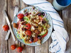 Kreikkalainen kesäkurpitsaspagetti-salaatti (GF) – Viimeistä murua myöten