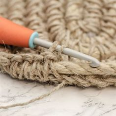 Virkad korg - Slöjd-Detaljer Rabbit Crafts, String Art, Handicraft, Crochet Projects, Lana, Espadrilles, Basket, Purses, Knitting