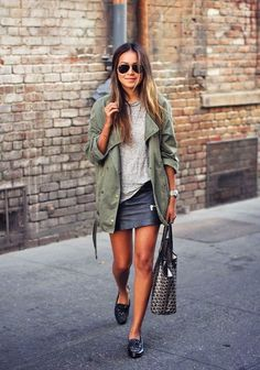 Le Fashion: 15 Ways to Wear a Green Army Jacket Mode Outfits, Casual Outfits, Fashion Outfits, Green Outfits, Skirt Fashion, Outfit Chic, Fashion Mode, Fashion Trends, Fashion Hacks
