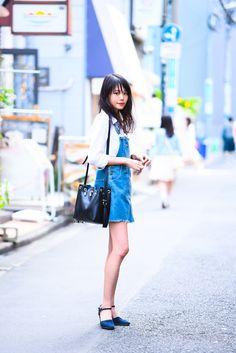 つなぎを女性らしく着こなすI ファッションプレス Yamamoto, Denim Skirt, Jumpsuits, Ethnic, Grunge, Overalls, Shabby, Rompers, Street Style