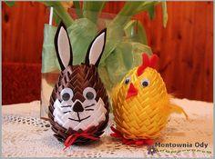 W poprzednim pisałam o kurczaku i zającu zrobionych z jajek styropianowych. Oto one:          Jajka mają 12 cm długości, ozdobione są techn...