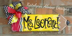 Teacher Pencil Sign- Personalized Teacher Door Name Sign- Teacher Gift-Teacher Christmas Gift-Teacher Name Sign-Teacher Back to School Gift Teacher Door Hangers, Teacher Doors, Pencil Door Hanger, Teacher Name Signs, Crayola, Teacher Christmas Gifts, Christmas Time, Custom Bows, Wooden Crafts