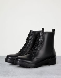 Basic flat, lace-up ankle boots - View All - Bershka United Arab Emirates Boy Shoes, Cute Shoes, Me Too Shoes, Woman Shoes, Lace Up Ankle Boots, Shoe Boots, Shoes Sandals, Black Chelsea Boots, Black Boots