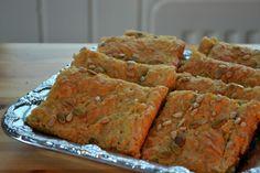 Auringonkukka-porkkana-kauraleipä, resepti suomeksi / Bread made of sunflower seeds, carrots and oats, recipe in Finnish.