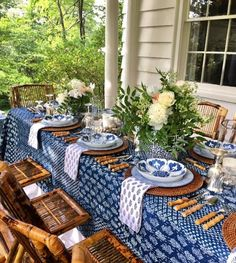 The blue and white club meeting is on! – The Enchanted Home The blue and white club meeting is on! – The Enchanted Home Outdoor Dining, Outdoor Decor, Outdoor Table Settings, Lunch Table Settings, Patio Dining, Everyday Table Settings, Dining Table Cloth, Blue Table Settings, Balkon Design