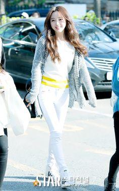 [Lovelyz] 150417 Music Bank entrance (5p)